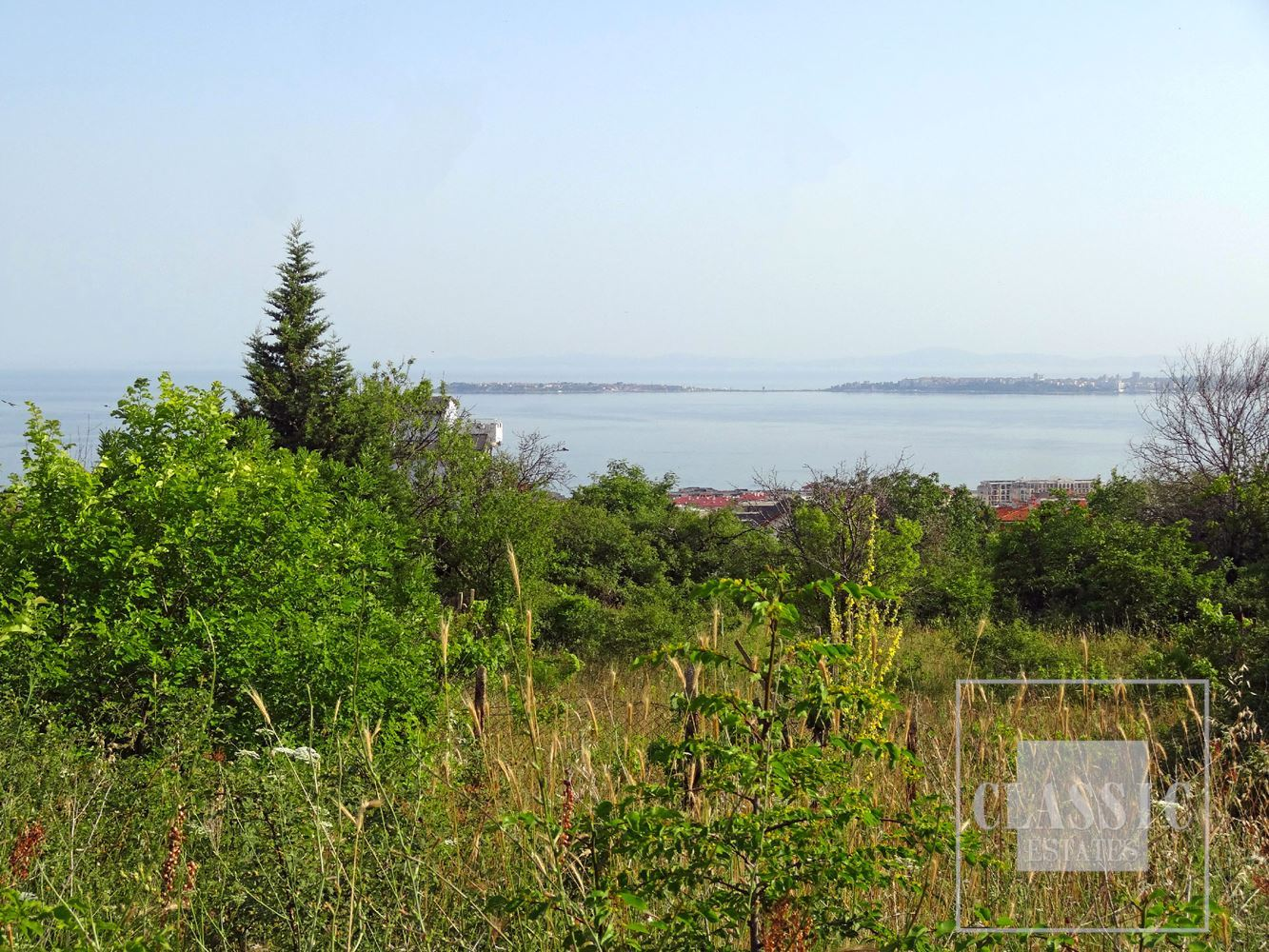 Property combining the sea climate with a clean mountain environment