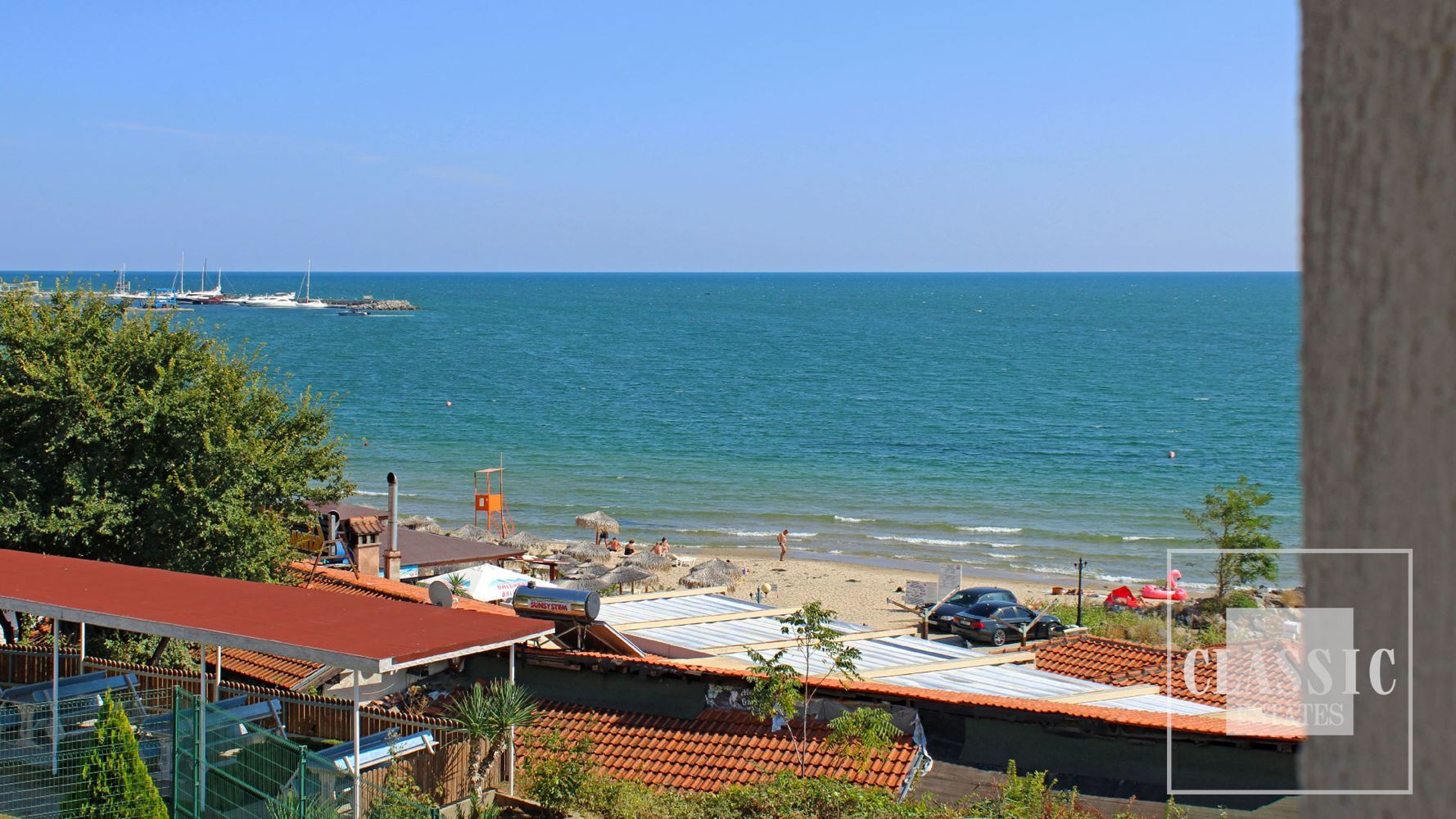 Excellent 1st line apartment with sea views